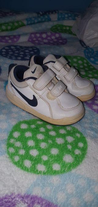 zapatillas deportiva nike blancas