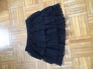 Falda negra niña