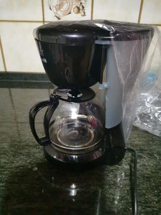 cafetera de filtro y jarra grande