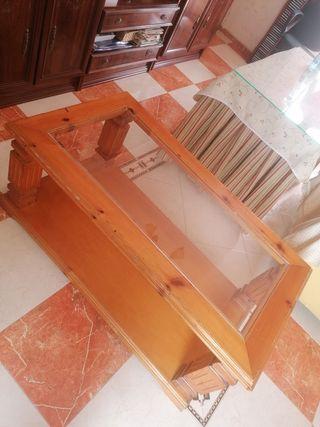 Mesa de salón color marroncito