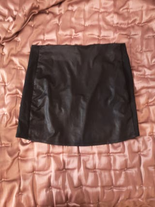 Falda mini efecto piel