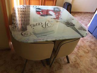 Mesa de cristal de 1m x 1m con 4 sillas