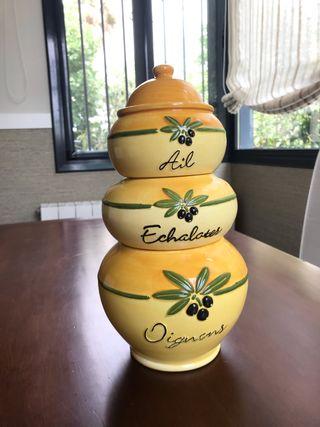 Tarro decorativo para ajos y cebollas
