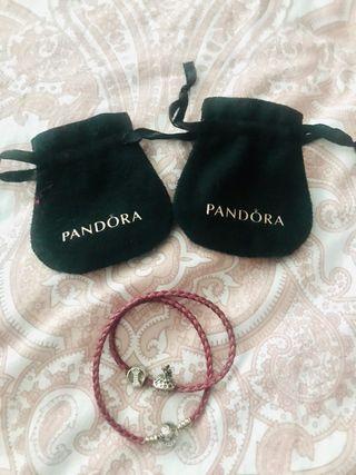 Pulsera Pandora con dos abalorios