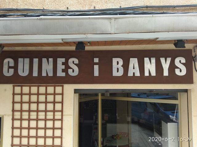 ROTULO CUINES I BANYS