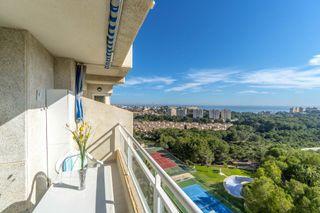 Apartamento con vistas al mar y zona verde