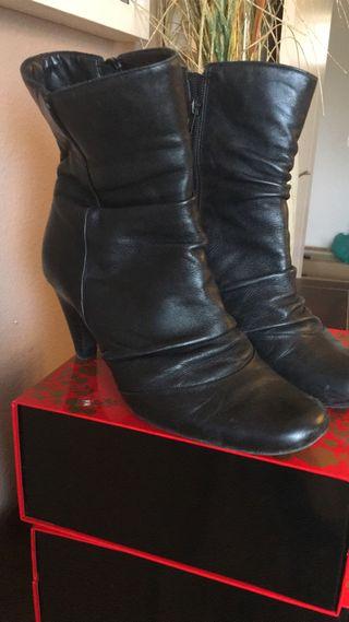 Botas de piel negra ckarks