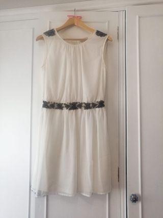 vestido con avalorios