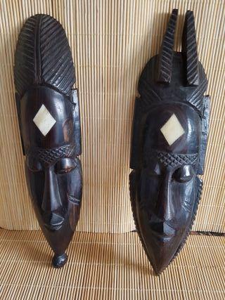 Máscaras de madera tallada