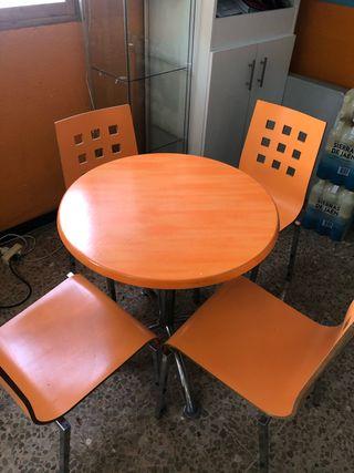 Juego mesa y 4 sillas