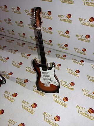 Guitarra decorativa con peana