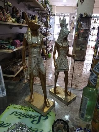 anubis y horus figuras dioses egipcios