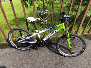 """Bicicleta 18"""" con suspensión"""