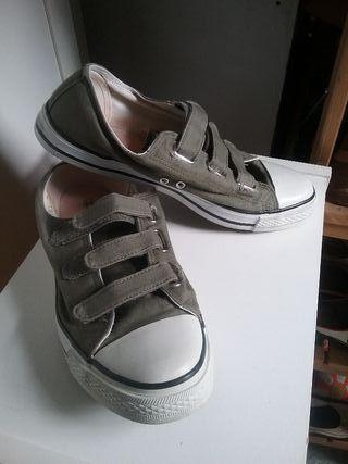 Zapatillas tela kaki. T. 43/44. Poco uso.