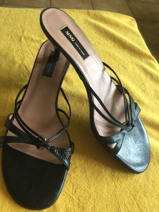 Sandalias de piel negras de Mango
