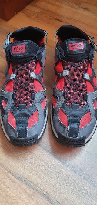 Zapatillas Salomon anfibias rojas 46