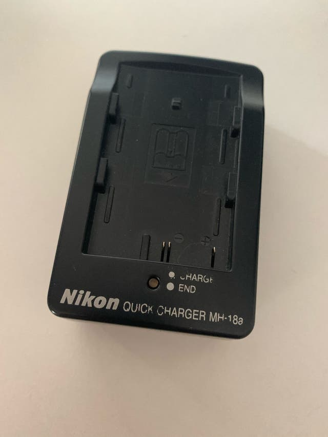Cámara réflex Nikon D80 más objetivos