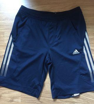 Pantalón deportivo corto