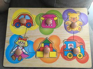 Varios puzzles encajables de madera