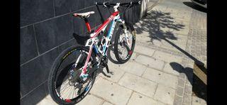 Bicicleta de montaña de carbono doble suspensión