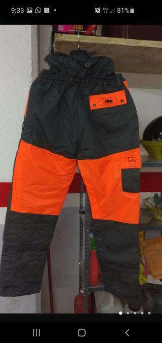Pantalón anticorte motosierra.