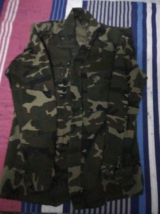 traje faena militar