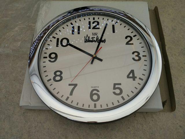 Reloj de pared nuevo