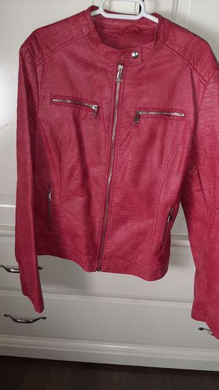 Chaqueta roja Zara de segunda mano en la provincia de Ciudad
