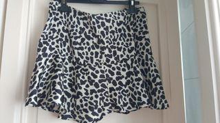 Falda animal print blanca y negra