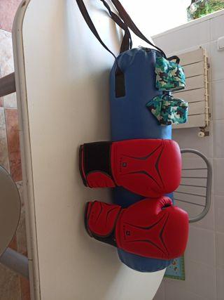kit de boxeo guantes saco y protectores