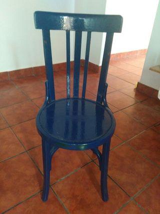 sillas de madera antiguas.