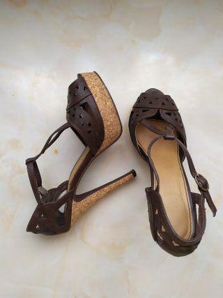 Zapatos tacón de segunda mano por 15 € en Carmona en WALLAPOP