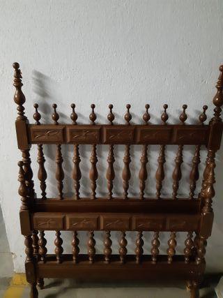 Cama de madera antigua. 90 x 180cm