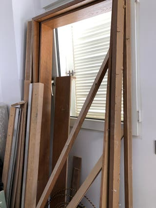 4 puertas de madera.