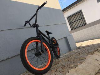 Se vende bicicleta bmx monty 2018