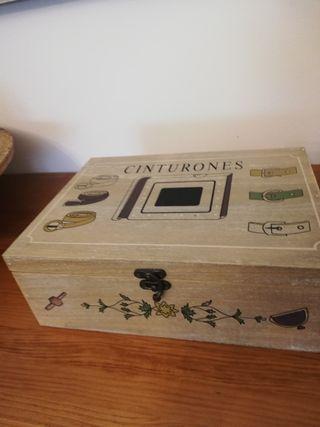 Caja de madera para 10 cinturones..