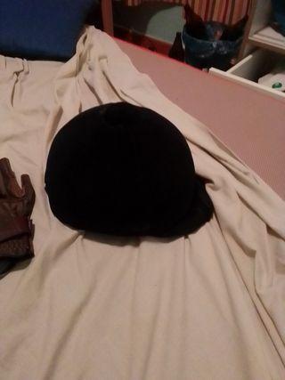 casco y guantes de equitación