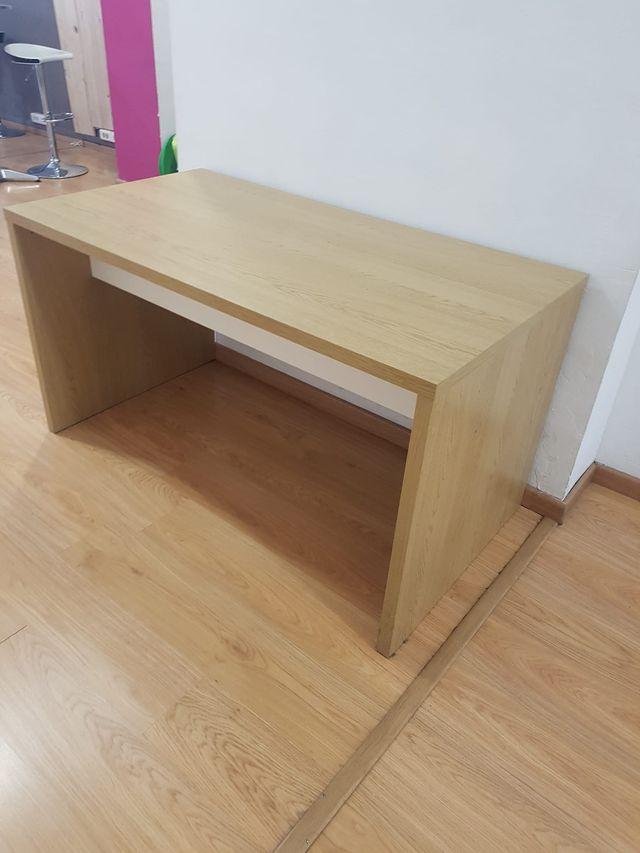 Mesa escritorio en perfecto estado