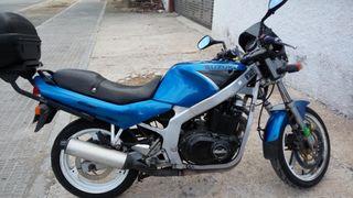 Moto Suzuki GS 500 muy cuidada
