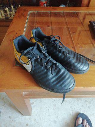 botas multitaco Nike niño número 34