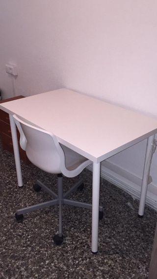 mesa de estudio y silla