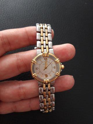 2 relojes, Gucci y Maurice Lacroix