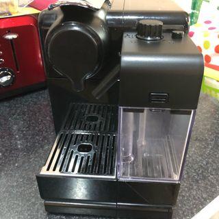 Nespresso EN550.BL Lattissima Touch cafetera capsu