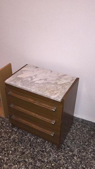 mesilla de mármol y madera