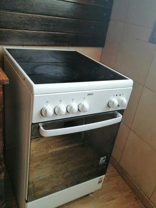 Cocina con vitroceramica y horno