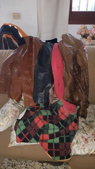 Cuatro chaquetas de cuero por 25€.