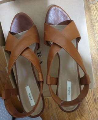 Sandalias de piel de Zara, núm 39