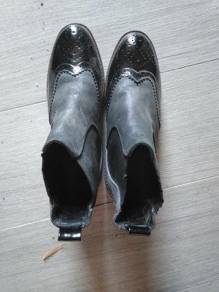 Botines negros nuevos estilo Oxford. Talla 38