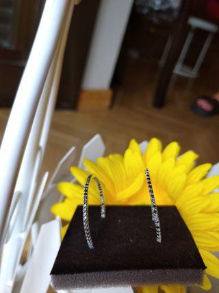 pendientes de aro en plata con circonitas negras