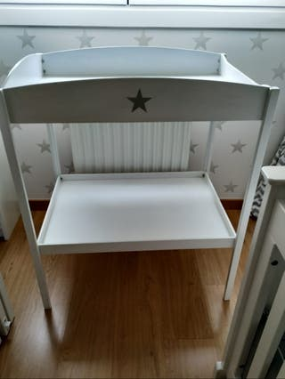 Mueble cambiador de bebé.